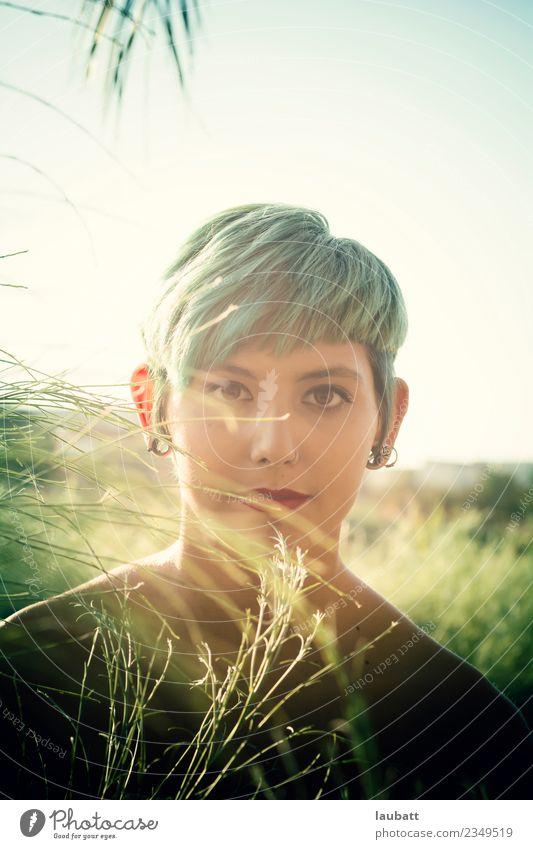 Natur Jugendliche Junge Frau Pflanze grün Lifestyle Umwelt Haare & Frisuren 13-18 Jahre modern Abenteuer