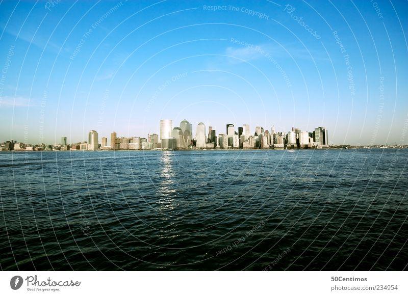 Skyline of New York City Downtown Ferien & Urlaub & Reisen blau Wasser ruhig Ferne Lifestyle Horizont Tourismus Hochhaus Klima Schönes Wetter Fluss USA Skyline Bankgebäude Sommerurlaub