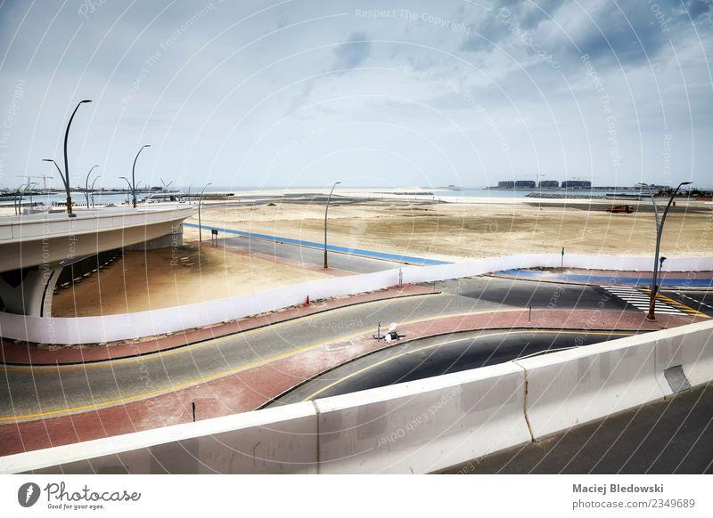 Verkehrsinfrastruktur und Baustelle in Dubai, VAE. Ferien & Urlaub & Reisen Sightseeing Industrie Landschaft Horizont Verkehrswege Straße Straßenkreuzung