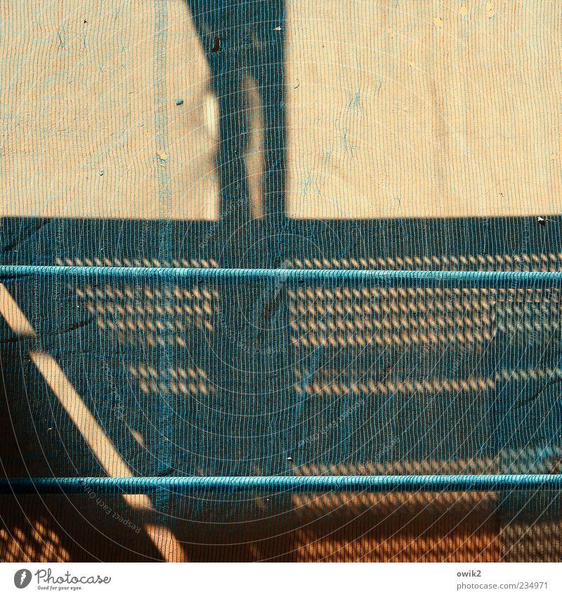 Netzagentur blau schwarz Wand Architektur grau Mauer Gebäude Metall braun Fassade Baustelle Geländer Bauwerk Textfreiraum durchsichtig