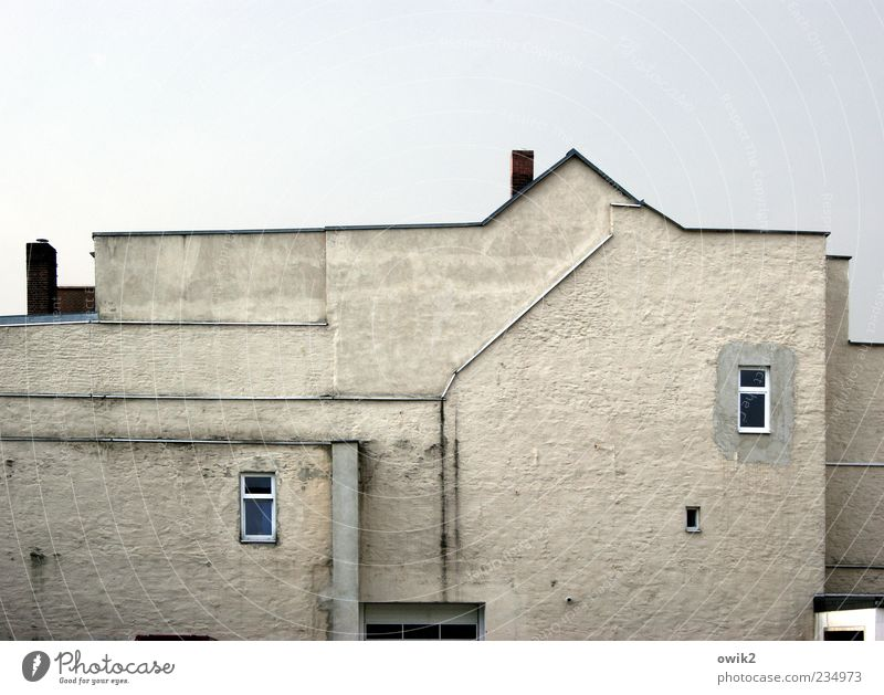 Zweiraumwohung Haus Himmel Bauwerk Gebäude Architektur Mauer Wand Fassade Fenster Schornstein eckig einfach hell Spitze blau grau weiß 2 doppelt gemoppelt Linie