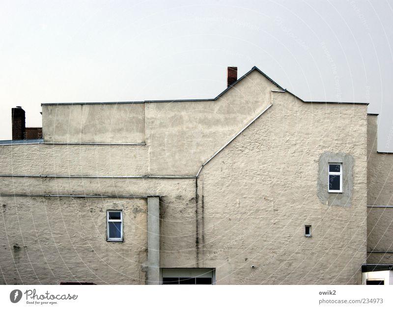 Zweiraumwohung Himmel blau weiß Haus Fenster Wand Architektur grau Mauer Gebäude Linie hell Fassade Telefon trist Spitze