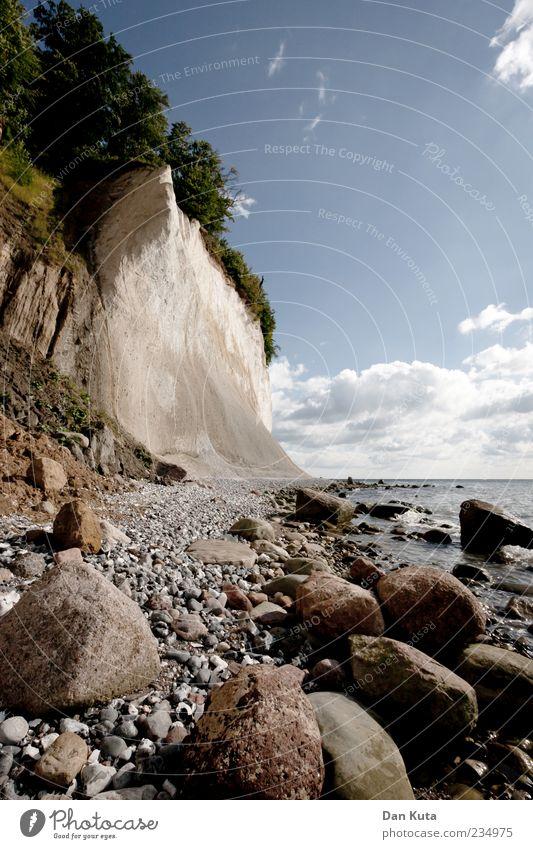 Steine im Weg Natur Landschaft Wasser Himmel Wolken Horizont Sommer Schönes Wetter Küste Strand Bucht Meer Ostsee Insel Rügen Kreidefelsen Kieselstrand Klippe
