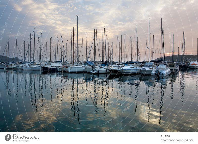 silent nights Himmel Natur Wasser Meer Wolken ruhig Ferne Küste Linie Wasserfahrzeug Ordnung Lifestyle Hafen Segeln Mast Wasseroberfläche