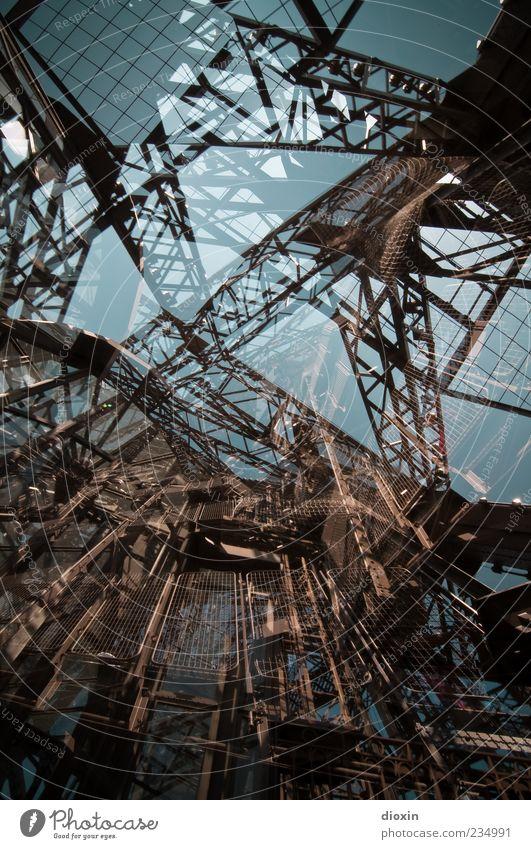 Der Alptraum des Gustave Eiffel Architektur groß außergewöhnlich verrückt Turm Bauwerk Paris Denkmal Stahl skurril chaotisch Wahrzeichen durcheinander Doppelbelichtung Sehenswürdigkeit