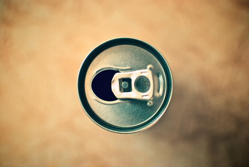 - Lebensmittel Ernährung Getränk trinken Erfrischungsgetränk Limonade Saft Alkohol Spirituosen Bier Energydrink Cola Coladose Getränkedose Recycling Verpackung
