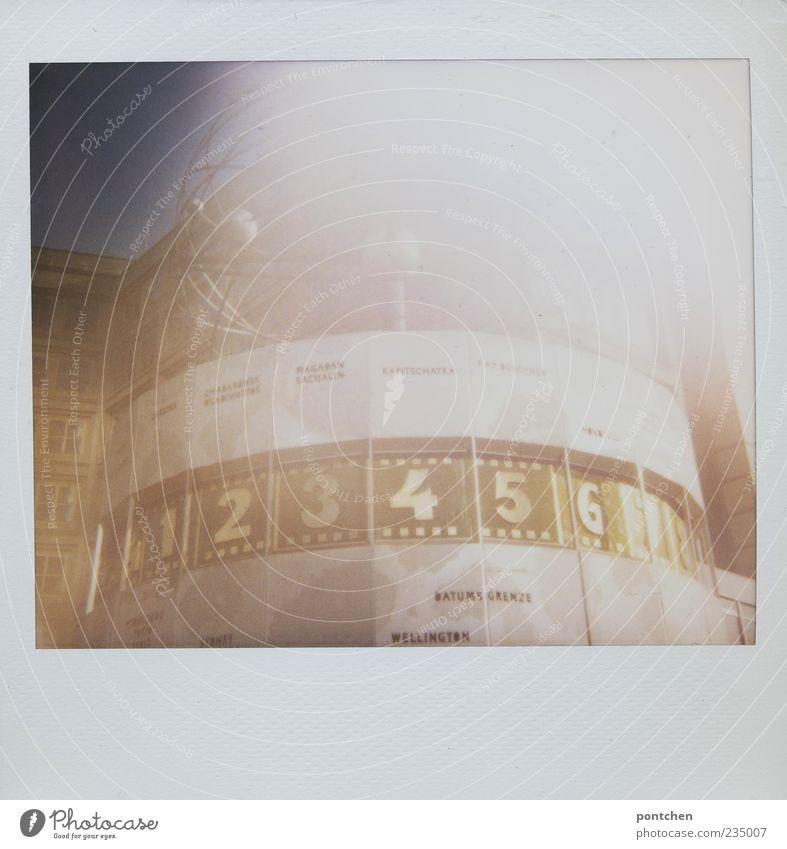 Polaroid Weltzeituhr berlin Ferien & Urlaub & Reisen Tourismus Sightseeing Städtereise Uhr Hauptstadt Stadtzentrum Sehenswürdigkeit Wahrzeichen Ziffern & Zahlen