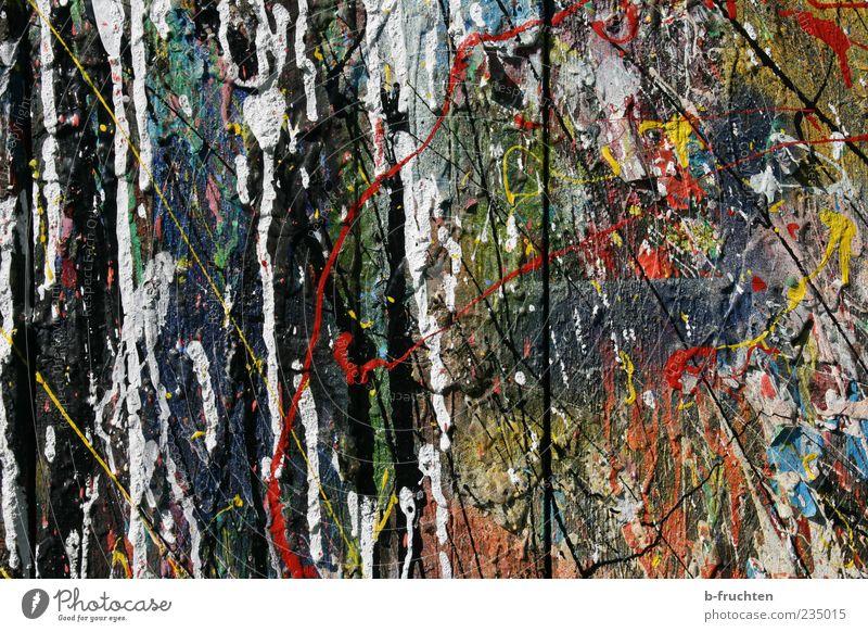 Veränderung Kunst Maler Jugendkultur Mauer Wand Holz alt einzigartig verwittert Farbstoff Farbfleck Farbenspiel Holzbrett spritzen klecksen malen Anstreicher