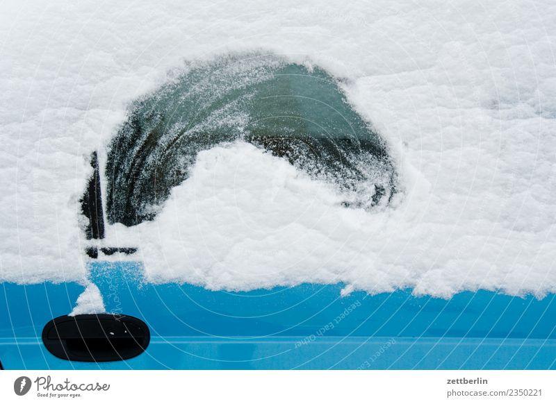 Schnee Neuschnee Schneefall Schneedecke weiß Winter Winterurlaub PKW Autofenster Durchblick Unfall Perspektive blind Lücke Loch