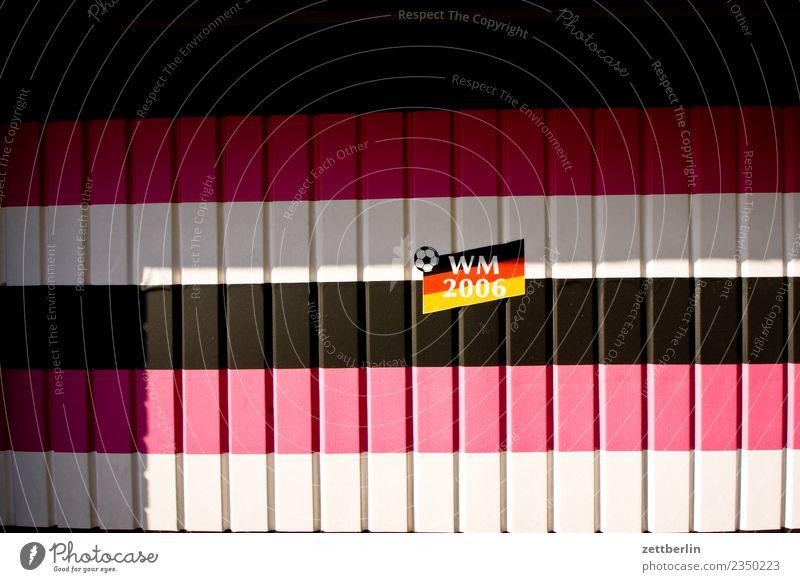WM 2006 Fahne Nationalitäten u. Ethnien Nationalelf Patriotismus Lokalpatriotismus Fußball Fan Weltmeisterschaft Menschenleer Textfreiraum Nationalflagge