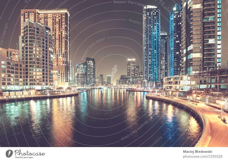 Dubai Marina bei Nacht, Vereinigte Arabische Emirate. Lifestyle kaufen Reichtum Ferien & Urlaub & Reisen Tourismus Wohnung Nachtleben Büro Business Skyline