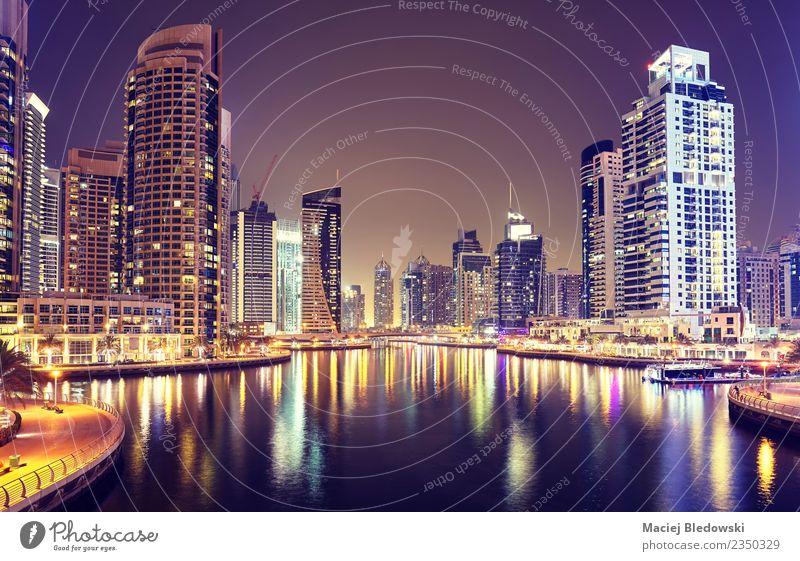 Dubai Marina bei Nacht, Vereinigte Arabische Emirate. Reichtum Ferien & Urlaub & Reisen Tourismus Sightseeing Städtereise Häusliches Leben Wohnung Haus