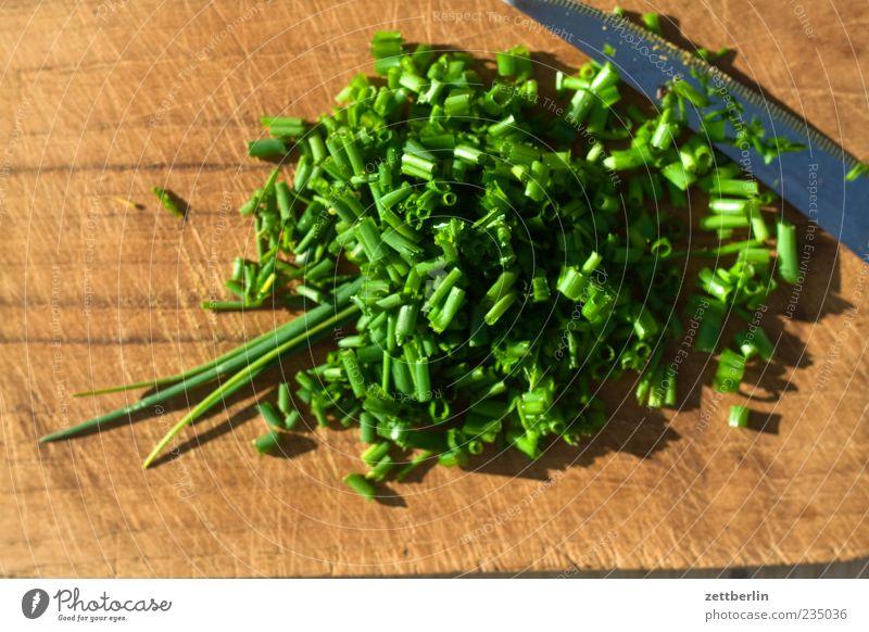 Schnittlauch grün Holz Gesundheit Ernährung Lebensmittel frisch Lifestyle Kräuter & Gewürze Messer Vitamin Schneidebrett geschnitten Küchenkräuter