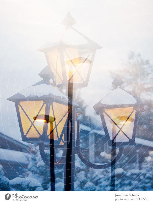 Weihnachtliche Laterne im Schnee Natur Ferien & Urlaub & Reisen Weihnachten & Advent Winter Umwelt kalt Traurigkeit Stimmung Schneefall träumen Wetter