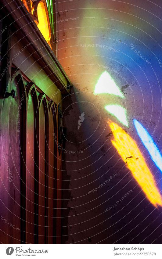 buntes Licht fällt durch ein Kirchenfester Architektur Religion & Glaube Kunst Stimmung Tür ästhetisch Kreativität Hoffnung erleuchten Eingang Gott Vielfältig
