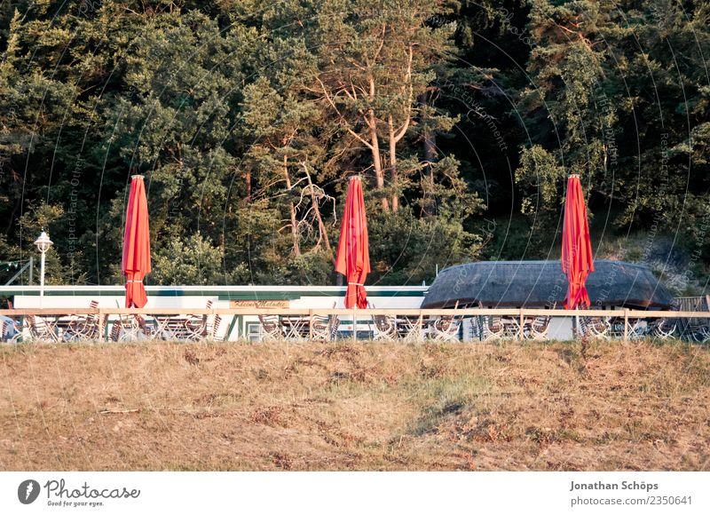 geschlossene Sonnenschirme auf Rügen Natur Ferien & Urlaub & Reisen Landschaft rot Strand Umwelt Küste ästhetisch Insel Schönes Wetter Ostsee Restaurant