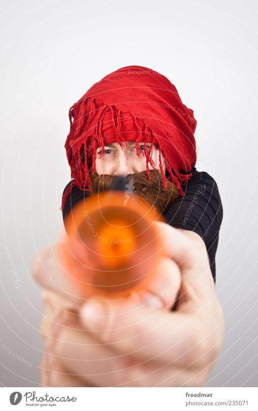 plop Mensch Frau Mann Erwachsene lustig maskulin bedrohlich festhalten Karneval Bart trashig Aggression Karnevalskostüm Waffe zielen Pistole