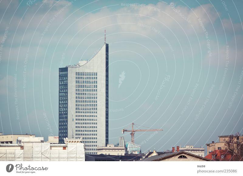Leepzsch Umwelt Himmel Wolken Schönes Wetter Stadt Haus Hochhaus Gebäude Architektur Fassade Fenster blau Leipzig Weißheitszahn Baustelle Kran Wahrzeichen
