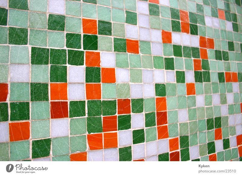 Bunte Hauswand Mosaik mehrfarbig grün weiß Schmuck Architektur Fliesen u. Kacheln orange Nahaufnahme Perspektive Dekoration & Verzierung