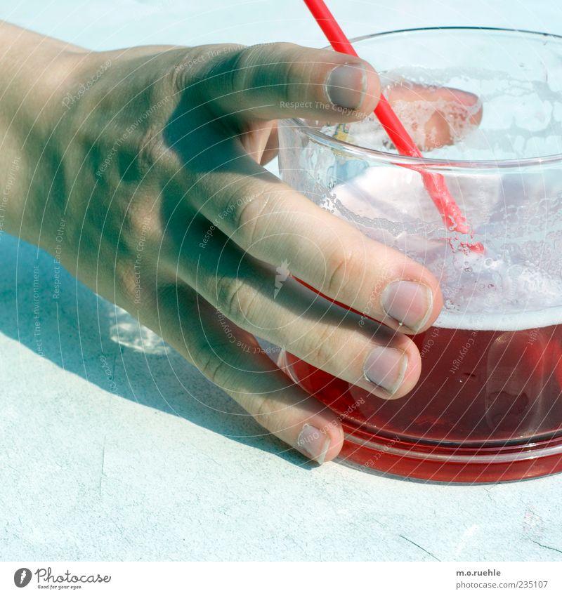 trink mein herz (blut leer)! Mensch Hand rot Freude Stil Glas Glas Arme elegant Haut maskulin Design Finger Getränk Lifestyle festhalten
