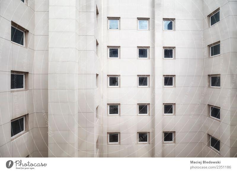 Gebäudefassade mit Fenstern, Architekturhintergrund Häusliches Leben Wohnung Haus Tapete Büro Stadt Hochhaus Mauer Wand Fassade modern Einsamkeit Platzangst