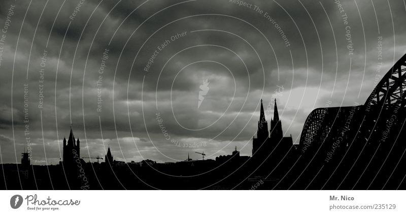 et hätt noch immer jot jejange Himmel Stadt Wolken Architektur Wetter Tourismus Brücke Kitsch Skyline Denkmal Köln Wahrzeichen Dom Panorama (Bildformat)