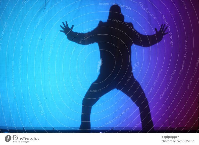 bad man Mensch Mann blau schwarz Erwachsene Körper Angst Arme maskulin außergewöhnlich gefährlich bedrohlich gruselig Jacke böse Aggression