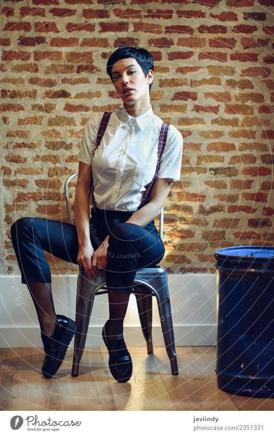 Frau Mensch Jugendliche Junge Frau schön weiß 18-30 Jahre Gesicht Erwachsene feminin Stil Haare & Frisuren Mode stehen niedlich Coolness