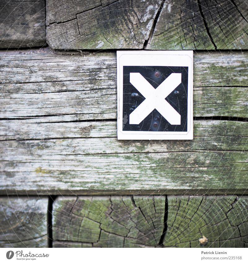 The X Holz Zeichen Schriftzeichen Schilder & Markierungen Hinweisschild Warnschild Buchstaben Farbfoto Außenaufnahme Nahaufnahme Detailaufnahme Muster
