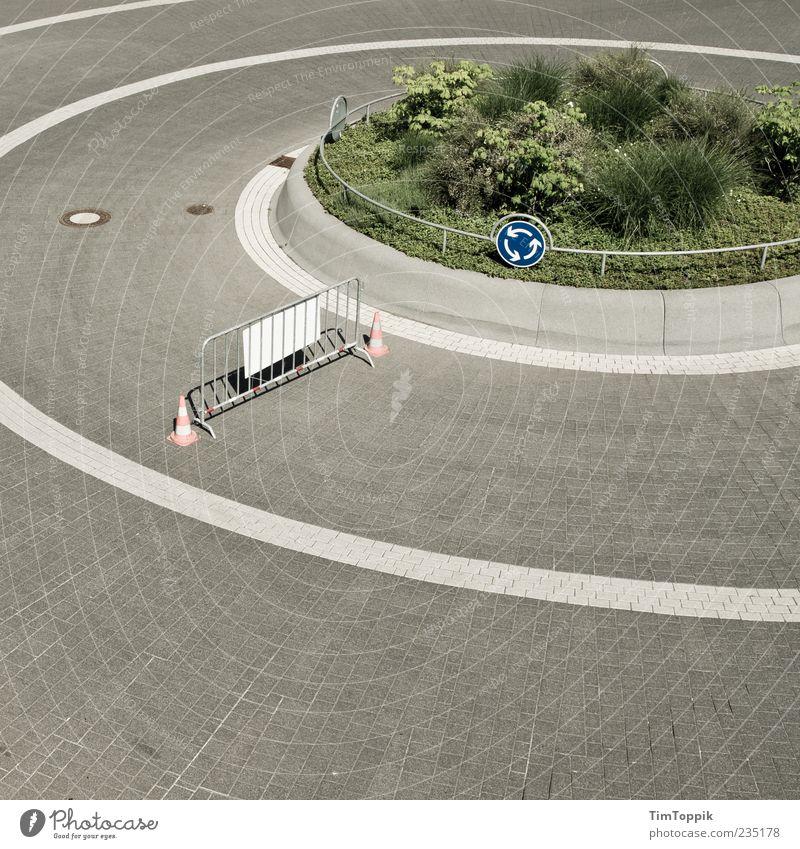 Zirkeltraining Straße Kreis Sträucher trist rund Verkehrswege Kopfsteinpflaster Barriere Gitter Pflastersteine Gesetze und Verordnungen Genauigkeit