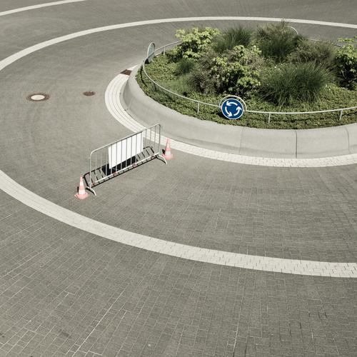 Zirkeltraining Straße trist Barriere Kreis rund Kreisverkehr Kreisel kreisrund Verkehrsschild Verkehrswege Verkehrszeichen Verkehrsregel Zylinder Gitter
