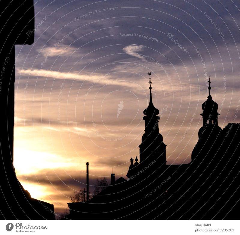 Old Town Dawn Städtereise Himmel Sonnenaufgang Sonnenuntergang Menschenleer Kirche Burg oder Schloss gelb gold schwarz Stimmung Glaube Religion & Glaube