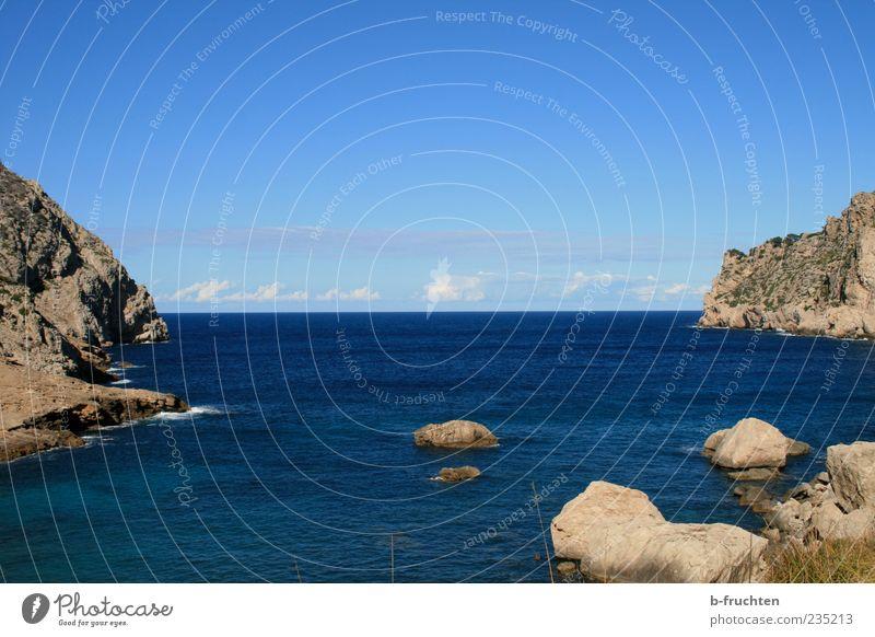 Da draussen Himmel Natur blau Wasser Ferien & Urlaub & Reisen Meer Sommer Wolken Einsamkeit ruhig Ferne Landschaft Küste Horizont Felsen Schönes Wetter