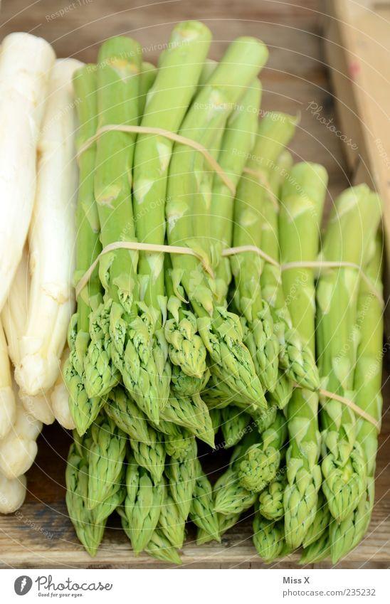 Spargelzeit Lebensmittel Gemüse Ernährung Bioprodukte Vegetarische Ernährung Diät frisch Gesundheit lecker grün Wochenmarkt Gemüsemarkt Gemüsehändler