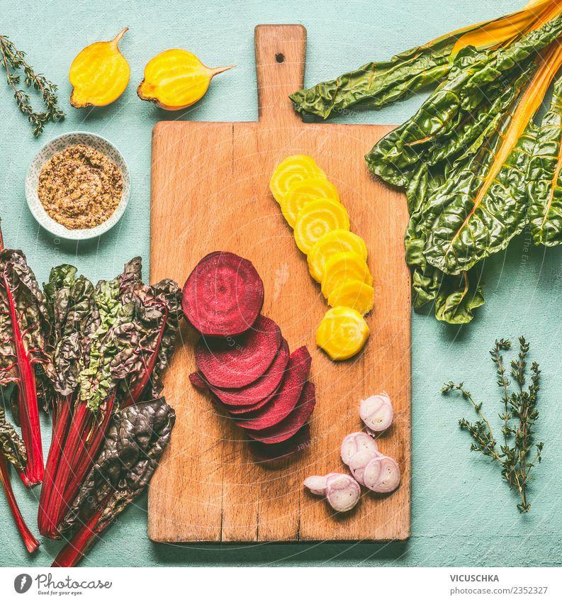 Gelbe und Rote Bete auf dem Schneidebrett Lebensmittel Gemüse Kräuter & Gewürze Ernährung Bioprodukte Vegetarische Ernährung Diät Geschirr Stil Design