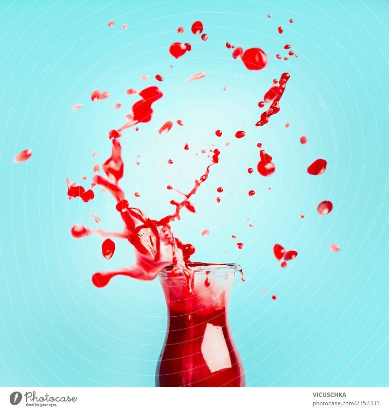 Rote Saft- oder Smoothie mit Spritzen Lebensmittel Frucht Ernährung Bioprodukte Vegetarische Ernährung Diät Getränk Erfrischungsgetränk Flasche Glas Design