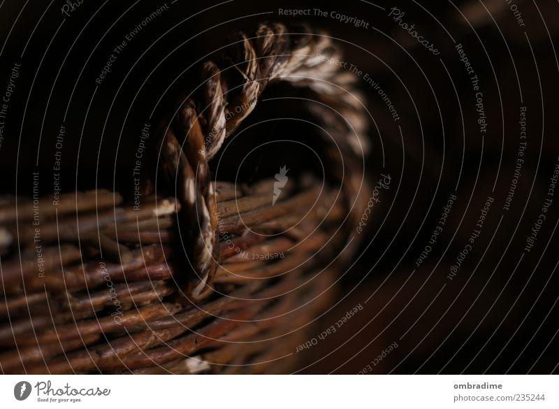 GEFLECHT Dekoration & Verzierung Korb geflochten netzartig Behälter u. Gefäße Holz alt braun schwarz altmodisch Farbfoto Gedeckte Farben Innenaufnahme