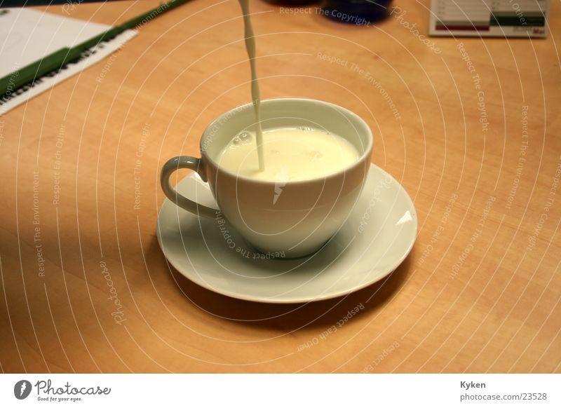 Die Milch machts... Kaffee Tasse Alkohol Zucker füllen Untertasse