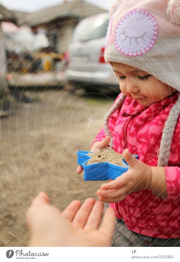 Kind Mensch Freude Erwachsene Leben Gefühle Familie & Verwandtschaft Zusammensein Kindheit Kommunizieren Baby Warmherzigkeit Geschenk Hilfsbereitschaft Schutz