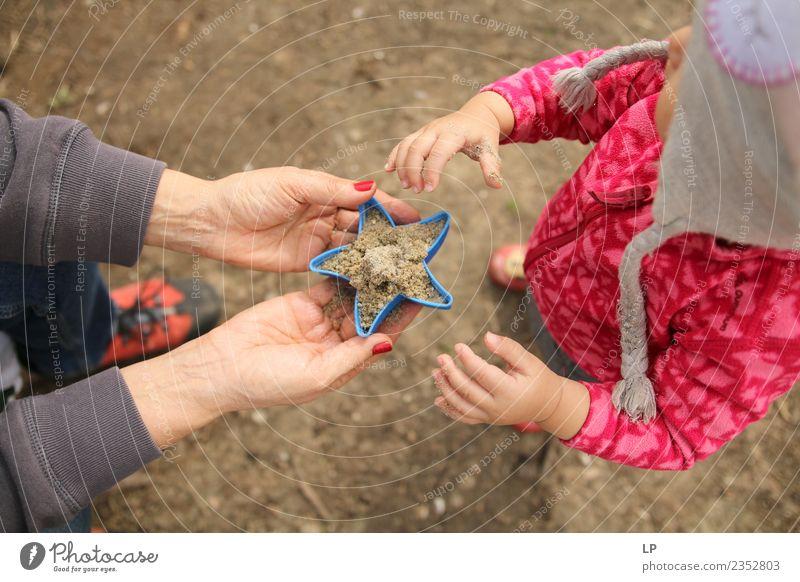 Kind Mensch Erwachsene Leben Senior Gefühle Familie & Verwandtschaft Zufriedenheit Kindheit Baby Geschenk Mutter Bildung Erwachsenenbildung Vertrauen Schüler