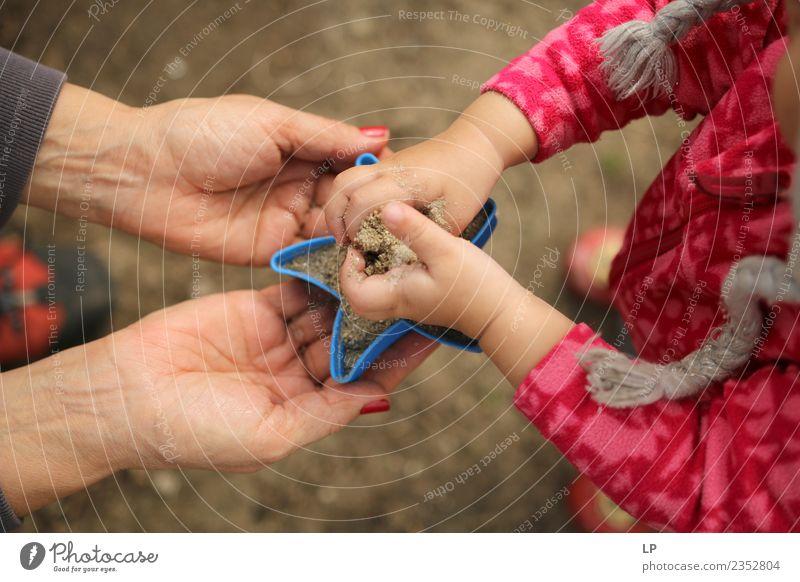Kind Mensch Erwachsene Leben Lifestyle Senior Familie & Verwandtschaft Spielen Schule Sand Zufriedenheit Kindheit lernen Baby Hilfsbereitschaft Bildung