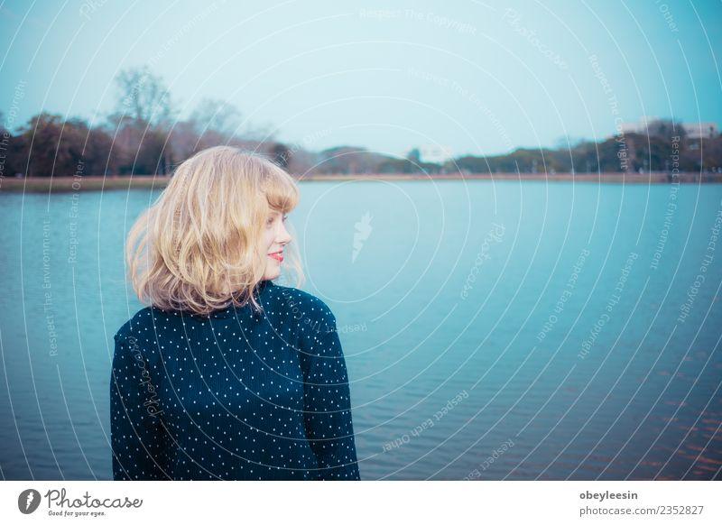 Nahaufnahme einer jungen Frau haben eine glückliche Zeit. Lifestyle Stil Freude Glück schön Haut Gesicht Ferien & Urlaub & Reisen Ausflug Sommer Sonne Mensch