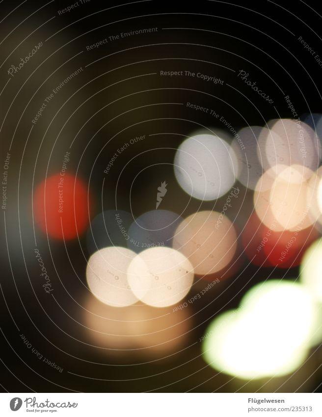 Tel Aviv bei Nacht weiß rot mehrere Scheinwerfer Lichtpunkt Nachtaufnahme Beleuchtung
