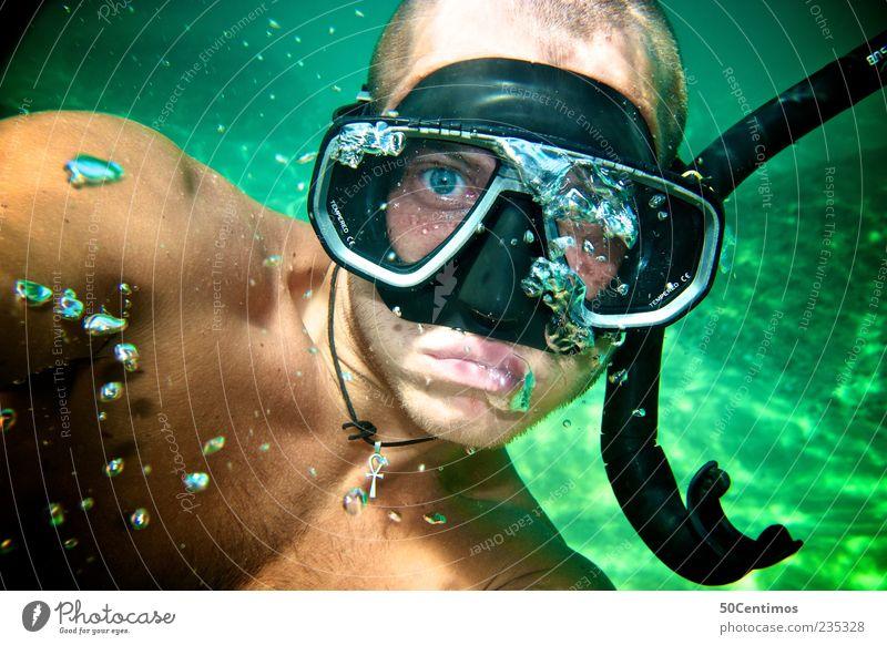 Der Taucher - the diver Mensch Jugendliche grün Gesicht Erwachsene Stimmung Freizeit & Hobby Schwimmen & Baden maskulin 18-30 Jahre Junger Mann tauchen Luftblase kurzhaarig Schnorcheln Taucherbrille
