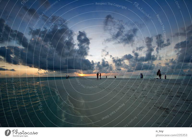 Stop Time 2 Mensch Wasser Ferien & Urlaub & Reisen Sonne Meer Sommer Strand Wolken Ferne Erholung Freiheit Menschengruppe träumen Horizont Insel Tourismus