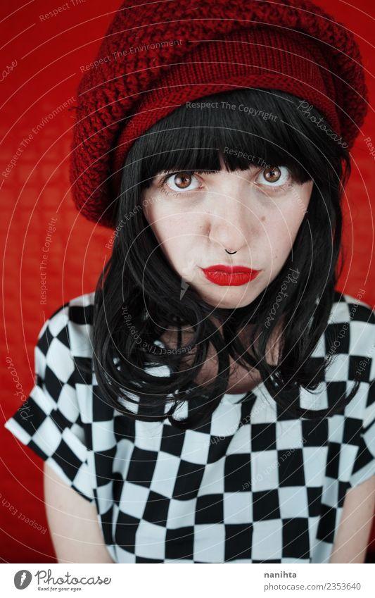 Junge Frau vor rotem Hintergrund Stil Design exotisch schön Haare & Frisuren Haut Gesicht Mensch feminin Jugendliche 1 18-30 Jahre Erwachsene Jugendkultur Punk