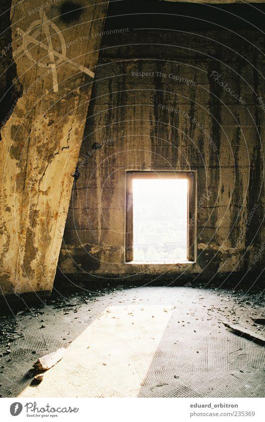 sterile vision alt dunkel Fenster Wand Graffiti Holz Farbstoff Stein Deutschland dreckig Beton trist Turm bedrohlich Fabrik verfallen