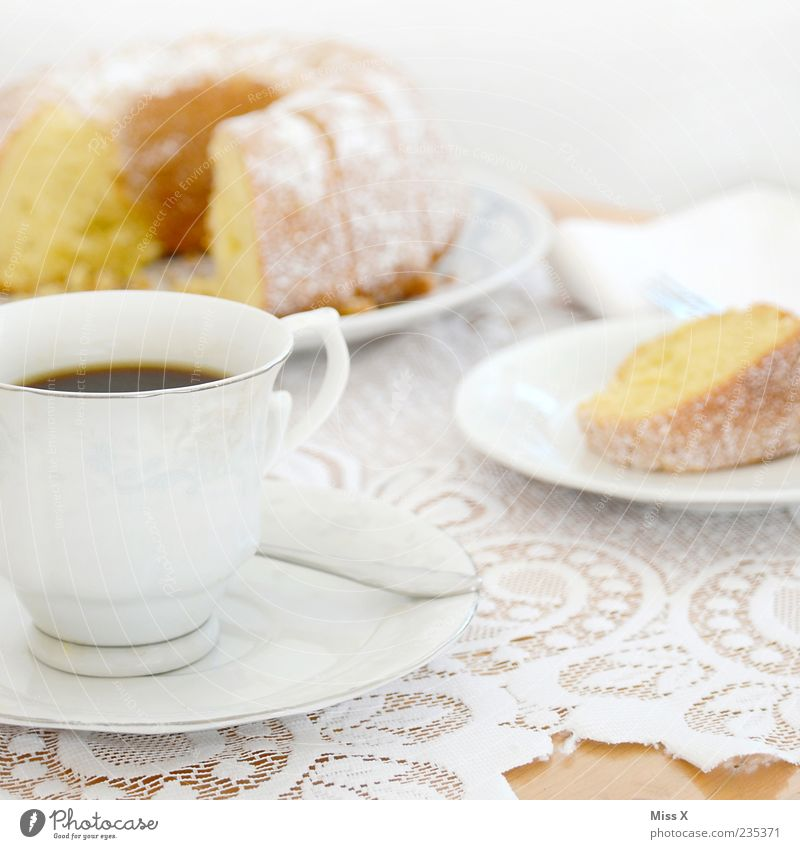 Kaffeetisch Ernährung Lebensmittel Feste & Feiern süß Getränk Kaffee heiß Geschirr Kuchen Tasse lecker Spitze Backwaren Dessert Teigwaren Tischwäsche