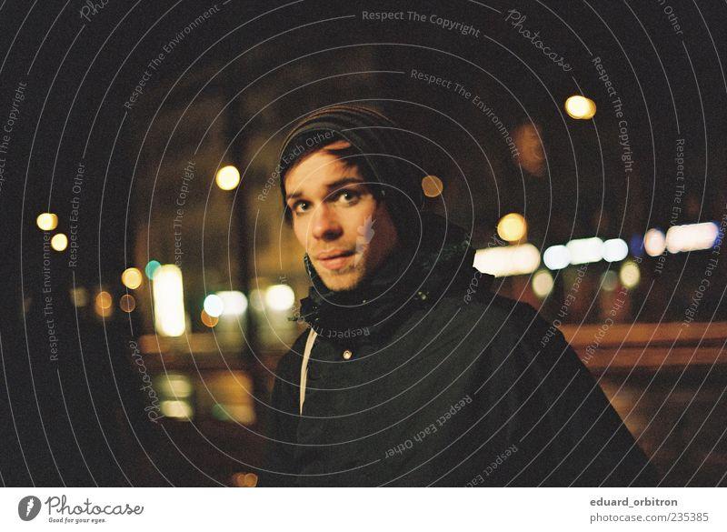 No River To Take Me Home Nachtleben maskulin Junger Mann Jugendliche Erwachsene Gesicht 1 Mensch 18-30 Jahre Jacke Stoff Mütze schwarzhaarig Bart Blick dunkel