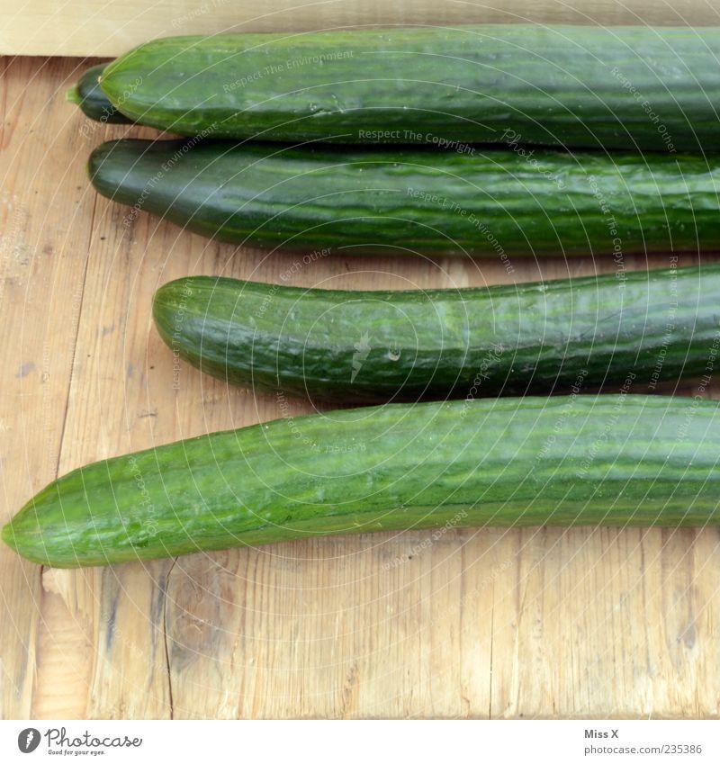 Gurke grün Ernährung Lebensmittel frisch mehrere liegen lang Gemüse lecker Diät Bioprodukte saftig roh Gurke Vegetarische Ernährung Salatgurke